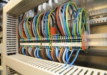 <img src='wp-content/uploads/2014/08/ELK-Logo-02.jpg' style='border:0; margin-bottom: 10px' ><br><strong>Züger elektrische Anlagen AG</strong> <br> <span style='color: #f99f0d'> für Elektroinstallation</span>